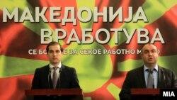Министерот за труд и социјала Диме Спасов и вицепремиерот Владимир Пешевски.