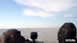 В лодке спецназа во время рейда. Каспийское море.