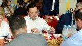 Tatarstan Ildar Khalikov the Prime-ministr of Tatarstan tried food in restaurants opened for competitors of FINA chempionship wich will start in Kazan on July 24
