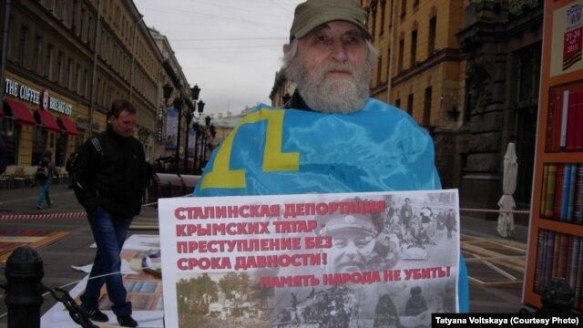 Участник пикета в Петербурге, 15 мая 2015 г.