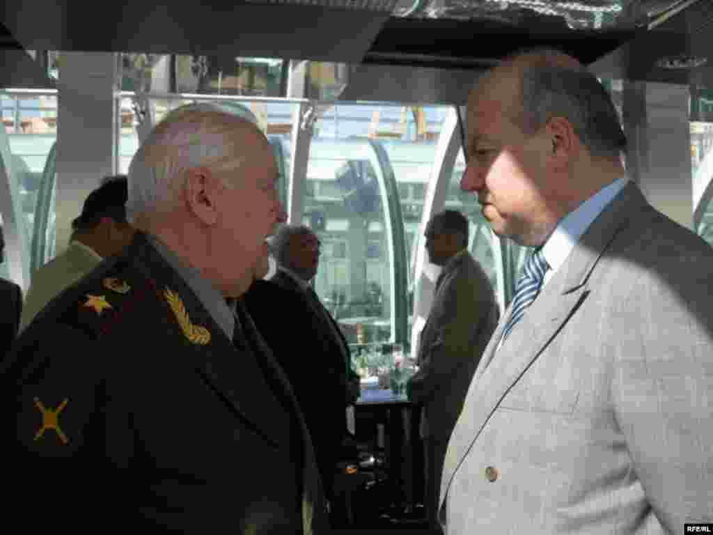 Генерал Мәхмүт Гәрәев (с) һәм Русиянең юстиция министры урынбасары Василий Лихачев