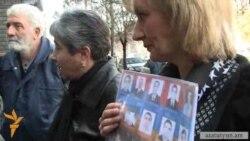 Մարտի 1-ի զոհերի հարազատները պահանջում են հարցաքննել դասագրքի հեղինակներին