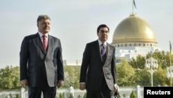 Түркмөнстан -- Украин жана түркмөн президенттери. Ашхабад, 29-октябрь, 2015.