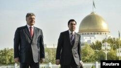 Украина президенти Петро Порошенко Ашхободда Қурбонқули Бердимуҳаммедов билан сўзлашувлар ўтказди.