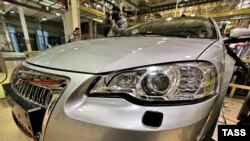 """Сборка модели """"волга-сайбер"""" на конвейре ГАЗа продолжалась два года."""