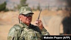 Российский военный инструктор на армейской базе близ Яфура, в 30 километрах западнее Дамаска, сентябрь 2019 года.