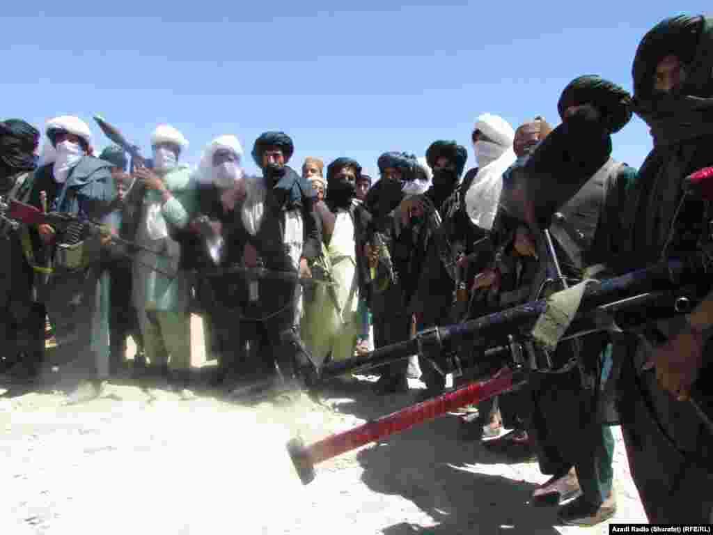 АВГАНИСТАН - Талибанците ги повикаа САД да го почитуваат договорот според кој сите странски сили треба да го напуштат Авганистан до мај 2021 година во замена за безбедносни гаранции од милитантната група.
