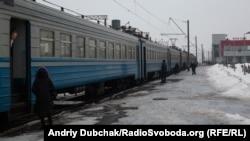 Приміська електричка на залізничній станції на Київщині, архівне фото