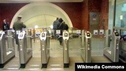 В метро Москвы.