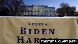 Банэр перад Белым Домам