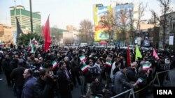 خبرگزاری دانشجویان ایران، ایسنا، تعداد حاضران در مراسم سالروز ۹ دی را حدود ۳۰۰ نفر تخمین زده است.