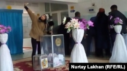 На избирательном участке № 324. Шымкент, 20 марта 2016 года.