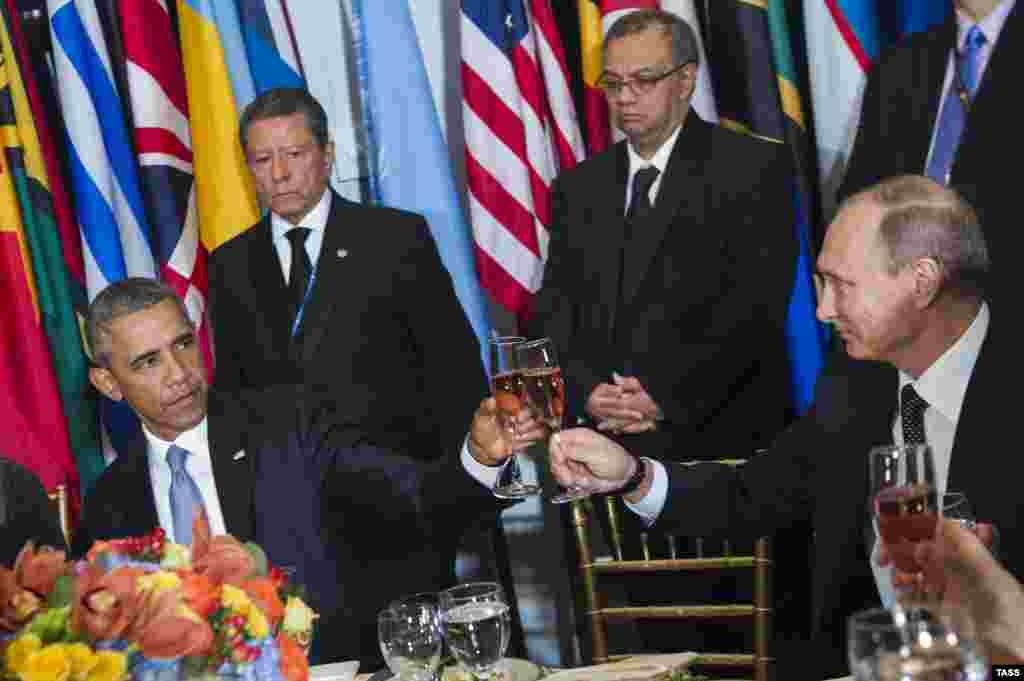 اوباما و پوتین دیداری نیز در حاشیه نشست داشتند که در آن هم موضوع سوریه از مهمترین موارد گفتوگو عنوان شد. گزارشها حاکیست دو کشور همچنان بر سر آینده و نقش بشار اسد در سوریه، اختلاف دارند. دیدار دو رئیسجمهوری در نیویورک، نخستین طی ماههای گذشته بود. اوکراین، از دیگر موضوعاتیست که به تنشهایی کمسابقه میان آمریکا و غرب و از سوی دیگر روسیه انجامیده است.