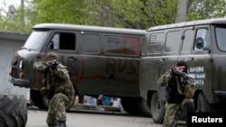 Краматорскіде жүрген ресейшіл сепаратистер. 2 мамыр 2014 жыл.