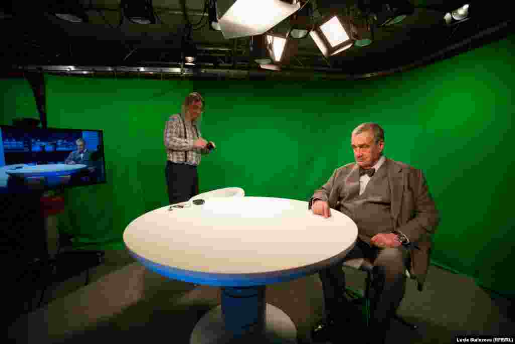 Czech Republic -- Karel Schwarzenberg at Current Time TV, studio, RFE/RL headquaters, Prague, March 5, 2015