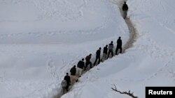 Աֆղանստան - Ձնահյուսքից փրկվածները Փանջշիր նահանգի գյուղերից մեկում, 1-ը մարտի, 2015թ․