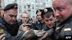 Российская милиция достигла больших успехов, главным образом, в борьбе с участниками оппозиционных митингов