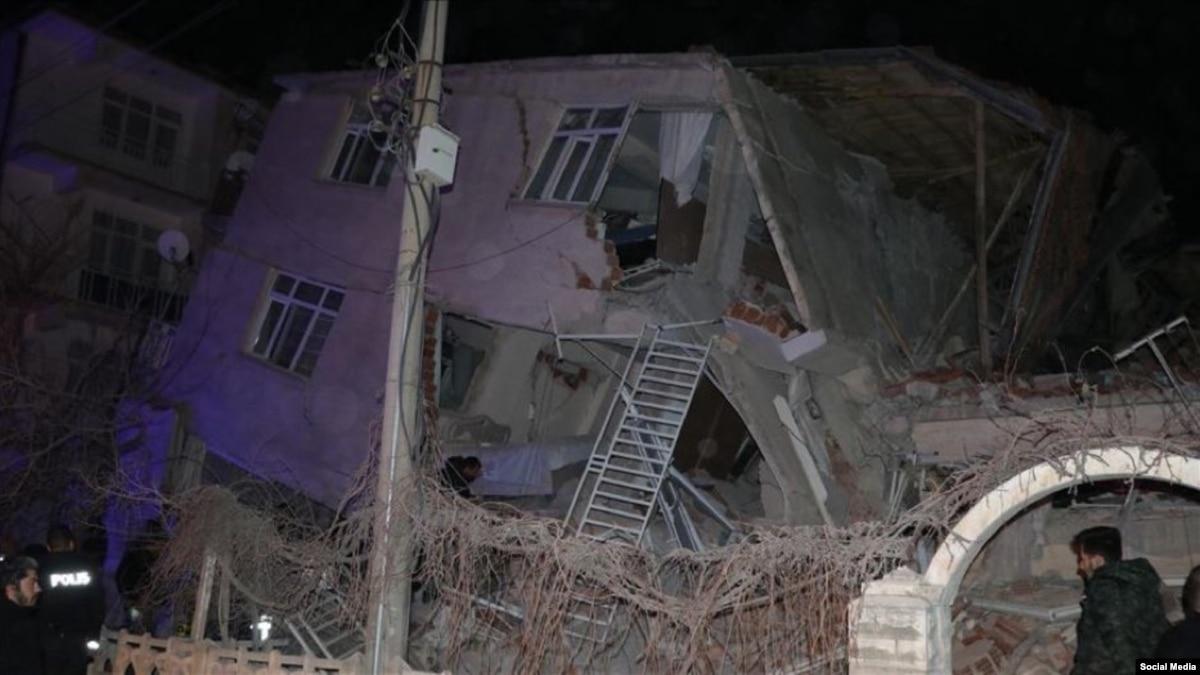 Информации о пострадавших в результате землетрясения в Турции украинцев нет – МИД