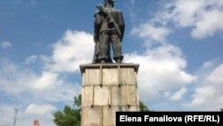 Памятник дружбе польского и советского солдата, вид сзади