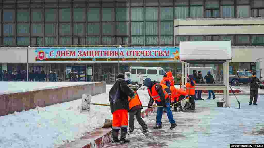 Рабочим муниципального предприятия «Город» не до праздника
