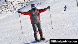 Лыжа тебүү