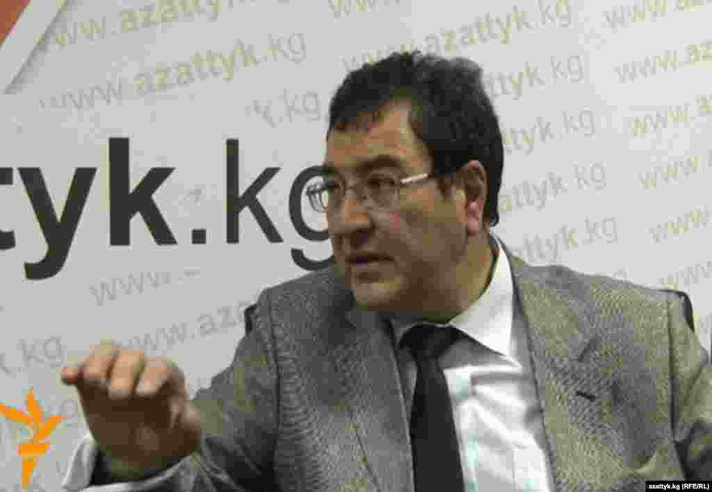 Шамиль Атаханов, председатель Государственного комитета национальной безопасности. Назначен указом президента КР.