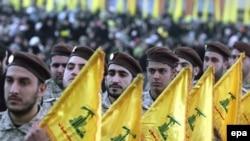 شبه نظامیان حزب الله در بیروت. (عکس: EPA)