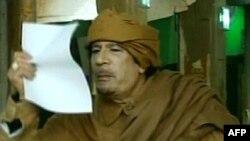 Каддафи заявил, что в отставку не уйдет и из Ливии не уедет
