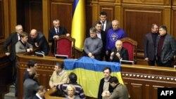 Оппозиционные депутаты вновь блокировали Верховную Раду Украины