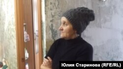 """Наталья Солдатенко: """"Управляющая компания старается, у нас сейчас красоту наводит в подъездах, но капитальный ремонт - за Минобороны"""""""