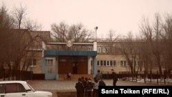 Средняя школа имени Абая в Курмангазинском районе. Атырауская область, село Ганюшкино, 5 февраля 2013 года.