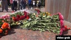 Возложение цветов в Бишкеке. 28 августа 2016 года.