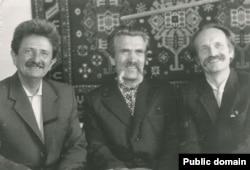 Дисиденти і колишні політв'язні радянського режиму (зліва направо) Михайло Горинь, Левко Лук'яненко, В'ячеслав Чорновіл, 1988 рік