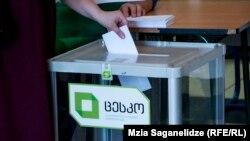 Изучая ситуацию на политическом поле страны, эксперты организации пришли к выводу, что в преддверии приближающихся парламентских выборов властям невыгодно отказываться от мажоритарной системы