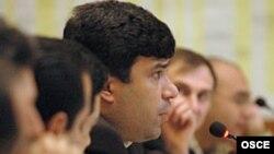 Эльмар Гусейнов. Конференция ОБСЕ, посвященная СМИ Южного Кавказа, октябрь 2004