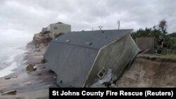 Разрушения в результате урагана «Ирма» в местности Вилано-Бич в американском штате Флорида. 11 сентября 2017 года.