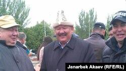 """Азимбек Бекназаров во время митинга за денонсацию соглашения с """"Центеррой"""", Бишкек, 24 апреля 2013 года."""