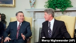 Kazakh President Nursultan Nazarbaev meets U.S. President Bill Clinton in 1994.