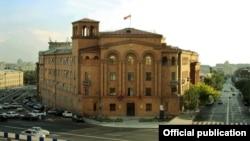 Նախկինում՝ Ներքին գործերի նախարարության, այժմ՝ Ոստիկանության շենքը Երևանում