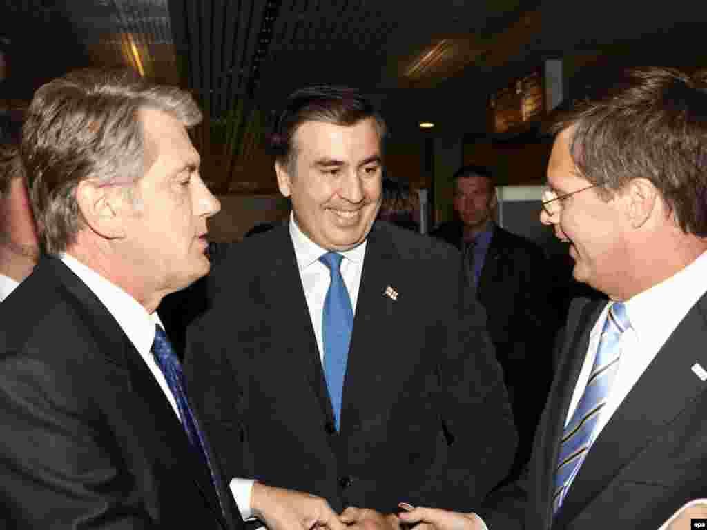 Viktor Yuşşenko, Mixail Saakaşvili və Hollandiyanın Baş naziri Yan Peter Balkenende