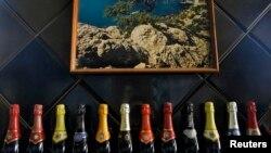 Пляшки ігристого вина, виробленого на кримському заводі «Новий Світ», 27 березня 2014 року