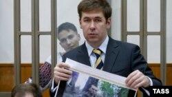 Надія Савченко та її адвокат Ілля Новіков під час судового слухання в російському місті Донецьку 1 лютого 2016 року