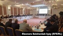 Круглый стол политических деятелей в Бишкеке. 17 апреля 2017 года