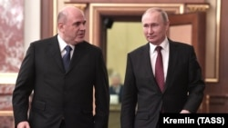 Russian Prime Minister Mikhail Mishustin (left) and President Vladimir Putin arrive for a cabinet meeting last month.