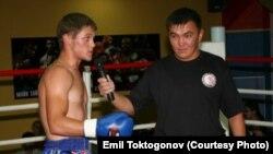 Рафаэл Физиев жана машыктыруучу Эмил Токтогонов. 2009-ж.