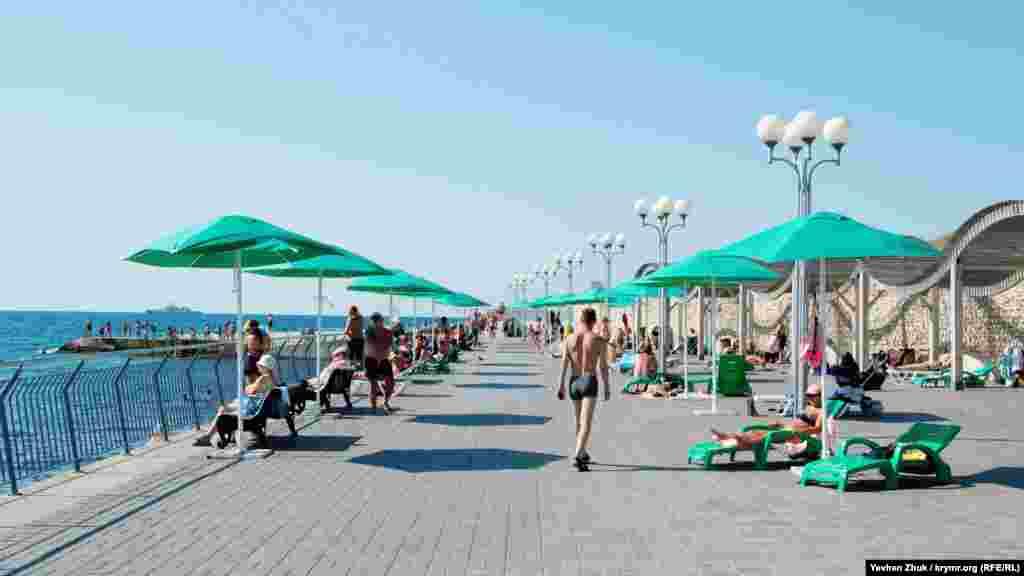 Набережная пляжа «Солнечный» – снова тротуарная плитка