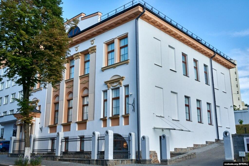 Музей Витебской народной художественного училища, основанной Марком Шагалом.  В 1918-1923 годы Юделя Пэн был среди ее преподавателей