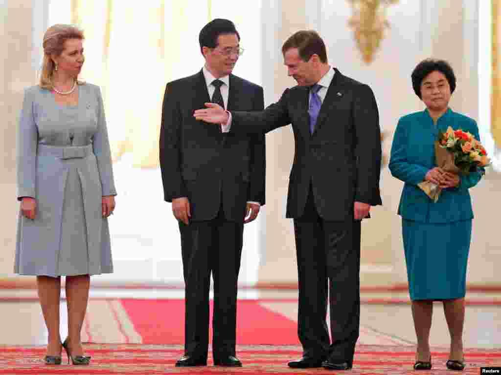 Главы Китая и России с супругами.