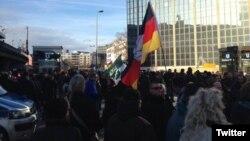 Демонстранты, выступающие против мигрантов. Кельн, Германия, 9 января 2016 года.