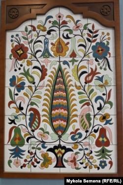 Панно крымскотатарского художника-керамиста Рустема Скибина